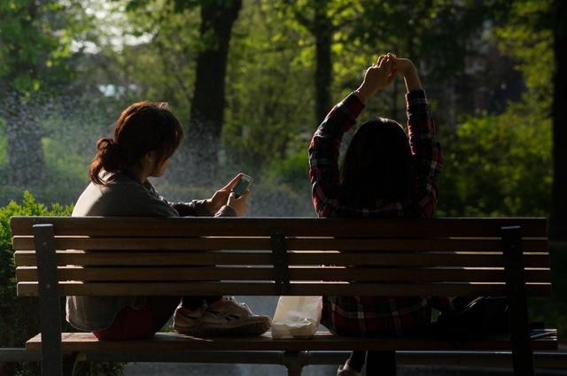 bench-people-smartphone-sun